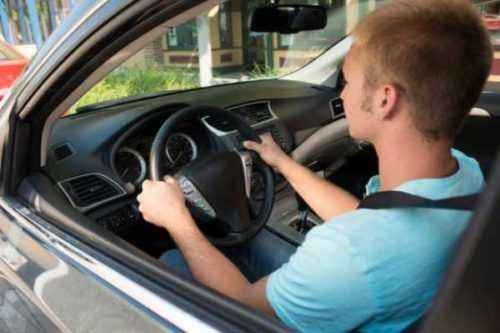 16 mejores compañías de seguros de automóviles para nuevos conductores menores de 25 años