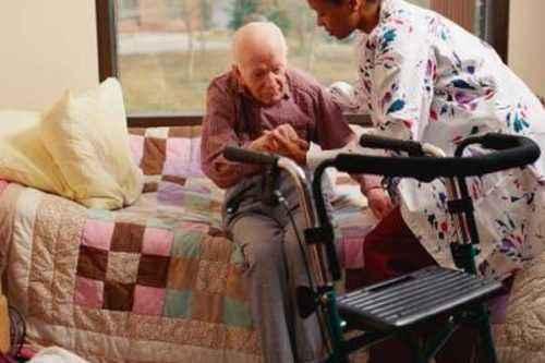 Cómo convertirse en un administrador de hogares de ancianos con licencia