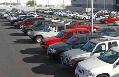 ¿Cuánto cuesta iniciar un concesionario de autos usados?