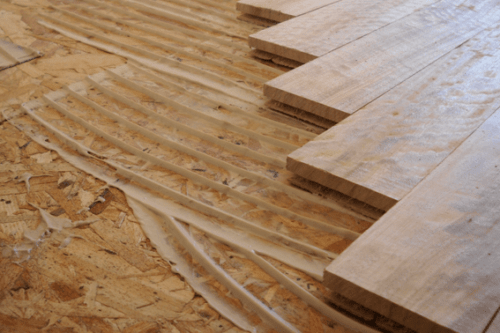 Inicio de un negocio de instalación de pisos de madera