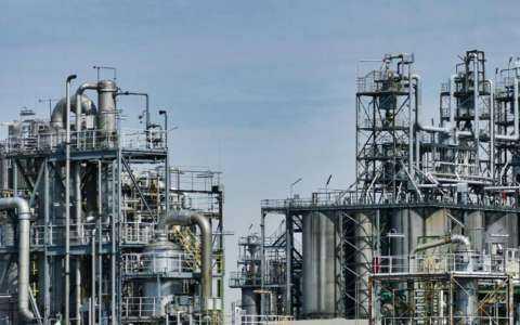 Inicio de un negocio privado de refinería de mini petróleo crudo
